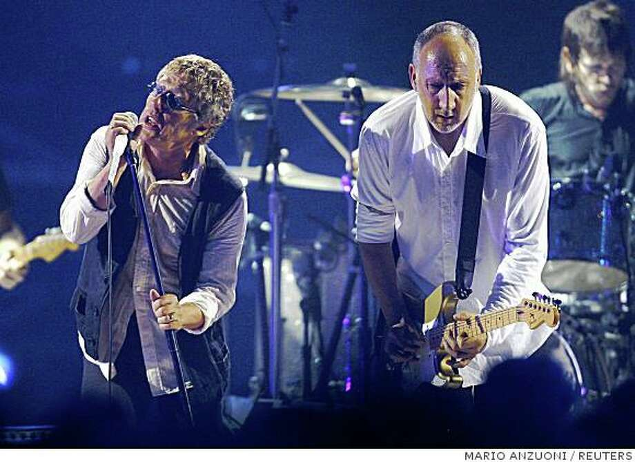 Roger Daltrey (L) and Pete Townshend of The Who perform at the taping of the third annual VH1 Rock Honors: The Who concert in Los Angeles July 12, 2008. The concert airs on VH1 on July 17. REUTERS/Mario Anzuoni   (UNITED STATES) Photo: MARIO ANZUONI, REUTERS