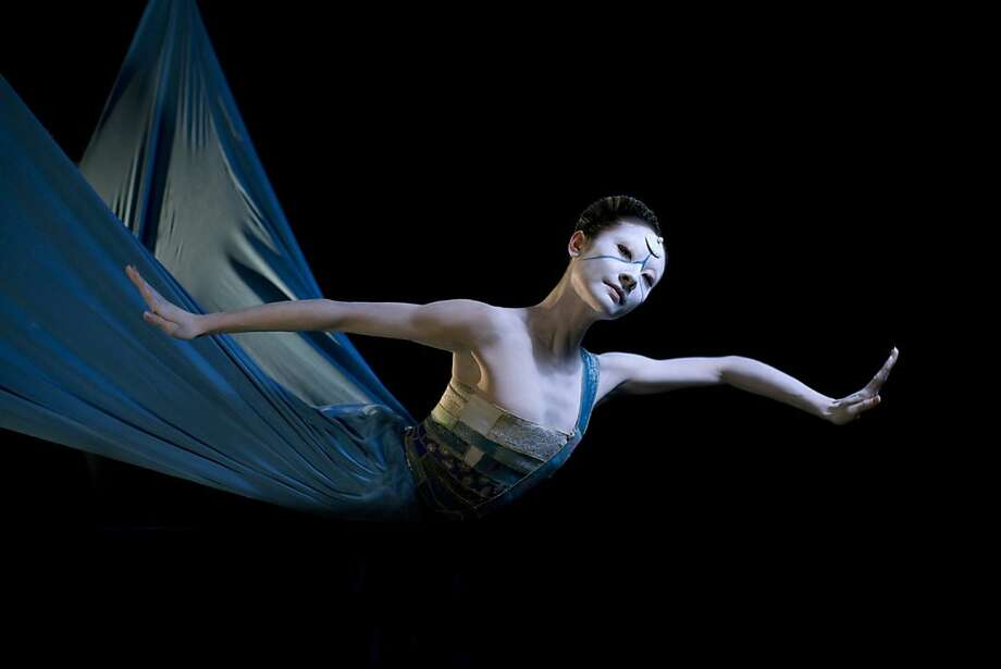 Photo caption: Yuan Yuan Tan in Neumeier's The Little Mermaid (©Erik Tomasson). As noted, it should only be used horizontally:) Photo: Erik Tomasson