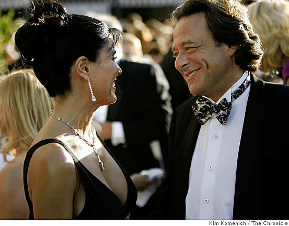 "Afsaneh ""Sunny"" Akhtari and Stephen Silver talk at the Opera Gala at War Memorial Opera House in San Francisco, Calif.,  on Sept. 5, 2008. Photo: Kim Komenich, The Chronicle"