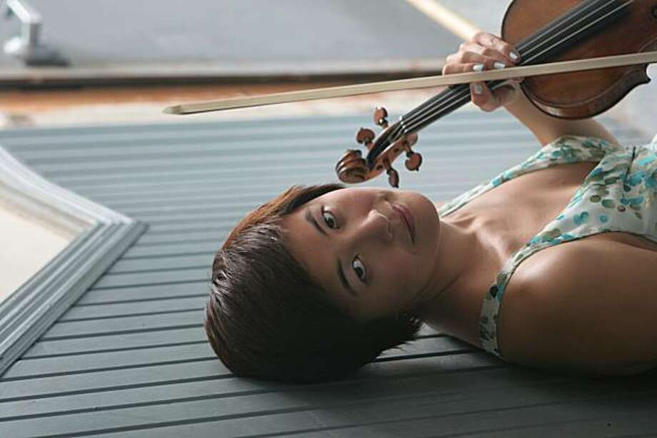 Violinist Jennifer Koh Photo: Janette Beckman