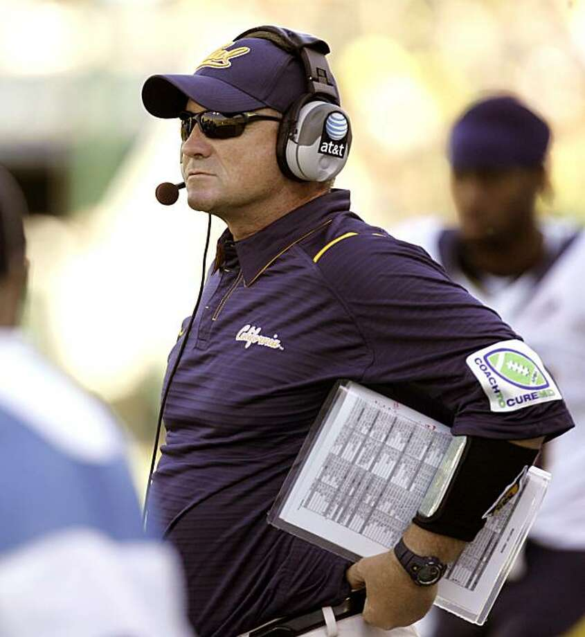 California head football coach Jeff Tedford watches from the sidelines during the first half of their NCAA college football game against Oregon in Eugene, Ore., Saturday, Sept. 26, 2009.  Oregon beat No. 6 California 42-3. (AP Photo/Don Ryan) Photo: Don Ryan, AP