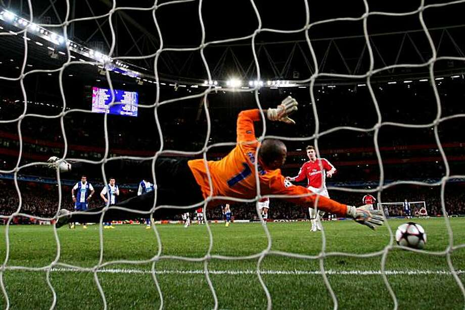 LONDON, ENGLAND - MARCH 09:  Nicklas Bendtner of Arsenal scores his team's fifth goal from the penalty spot past goalkeeper Helton of Porto during the UEFA Champions League round of 16 match between Arsenal and FC Porto at the Emirates Stadium on March 9,2010 in London, England. Photo: Mike Hewitt, Getty Images