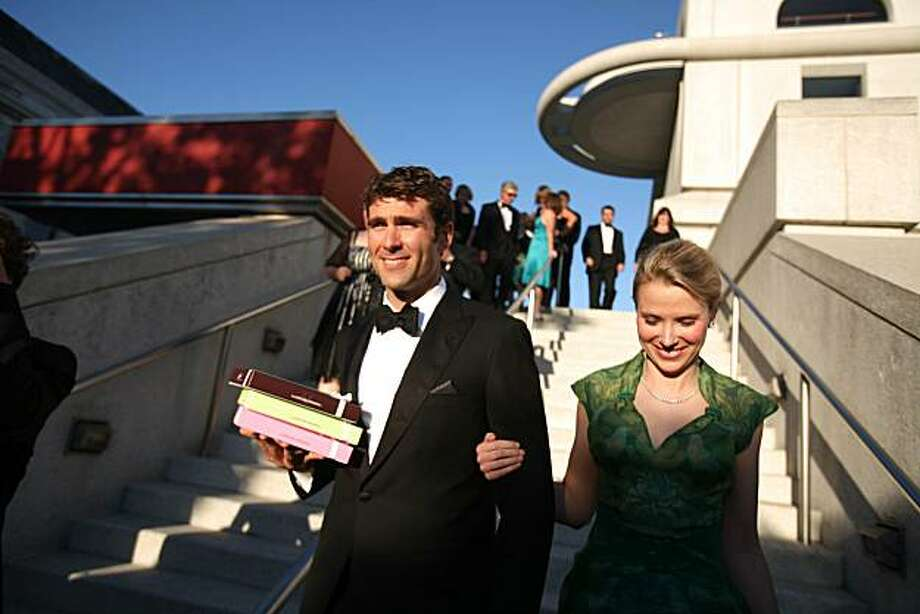 Zachary Bogue and Marissa Mayer (right) at Davies Symphony Hall for the Symphony gala opening head to the patrons' dinner tent. Photo: Lea Suzuki, The Chronicle