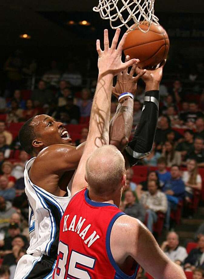 Orlando Magic forward Dwight Howard scores over Los Angeles Clippers center Chris Kaman during an NBA game at Amway Arena in Orlando, Florida, on Tuesday, March 9, 2010. (Stephen M. Dowell/Orlando Sentinel/MCT) Photo: Stephen M. Dowell, MCT