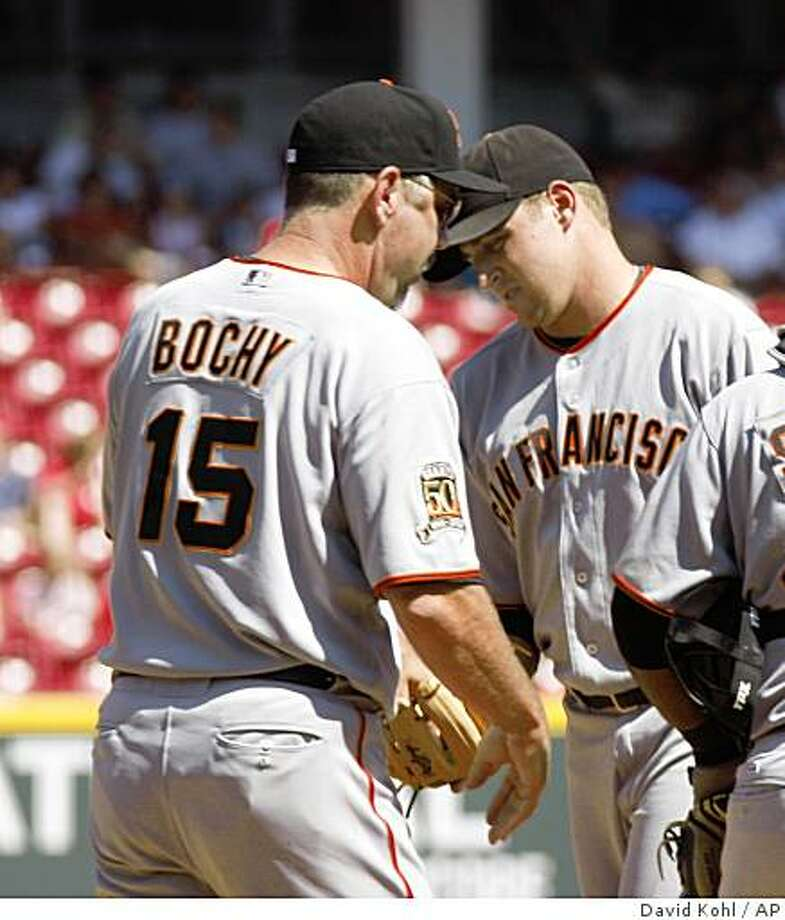 San Francisco Giants pitcher Jack Taschner, right, hands the ball to manager Bruce Bochy, left, as Taschner leaves the game  in the seventh inning during a baseball game, Sunday, Aug. 31, 2008, in Cincinnati. The Reds won 9-3. (AP Photo/David Kohl) Photo: David Kohl, AP