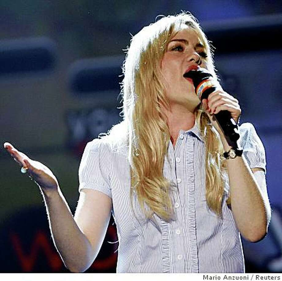 "Welsh singer Duffy performs ""Mercy"" during the presentation for the game ""Lips"" at the Microsoft news conference at the 2008 E3 Media & Business Summit in Los Angeles July 14, 2008.  REUTERS/Mario Anzuoni Photo: Mario Anzuoni, Reuters"
