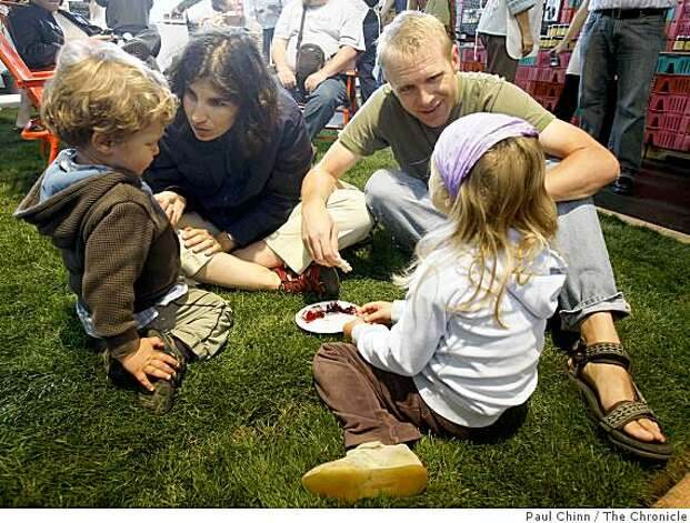 Marlo Cohen and Peter Willmert enjoy samples of jams with their children Elias and Ilenia at the Slow Food Nation event. Photo: Paul Chinn, The Chronicle