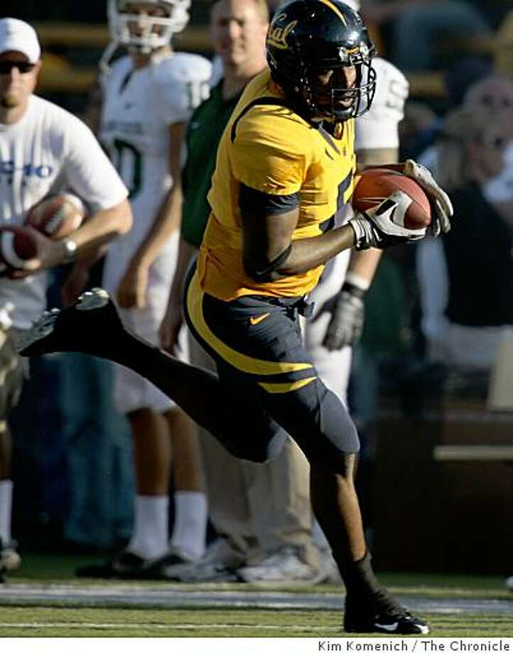 Cal's Cameron Morrah makes a second quarter catch as Cal plays Michigan State at Memorial Stadium in Berkeley Calif., on Saturday, Aug. 30, 2008. Photo: Kim Komenich, The Chronicle