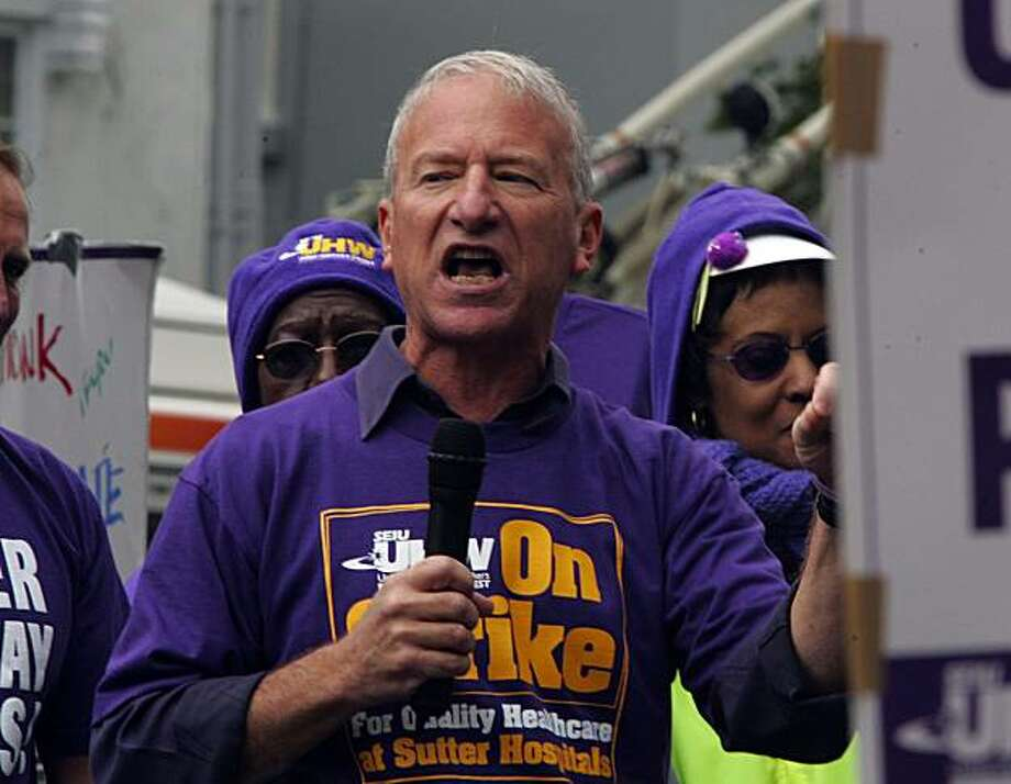 Andy Stern, the president of Service Employees International Union (SEIU) spoke to striking members of his union outside the California Pacific Medical Center in S.F., 3700 California St. Photo: Frederic Larson, The Chronicle