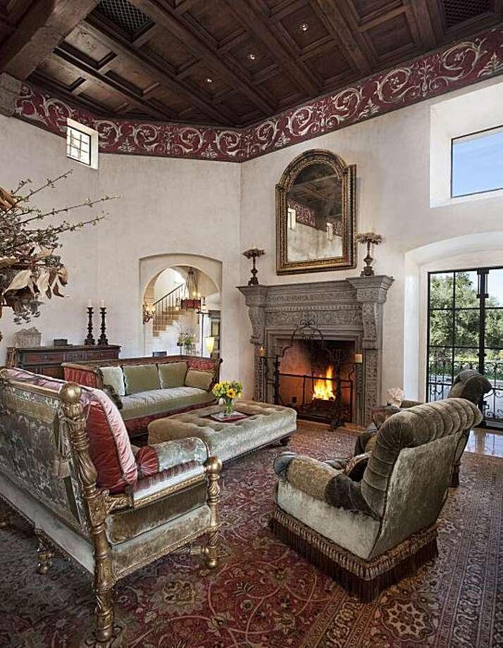 Living room at Villa Montana. Photo: Hoyt Organization