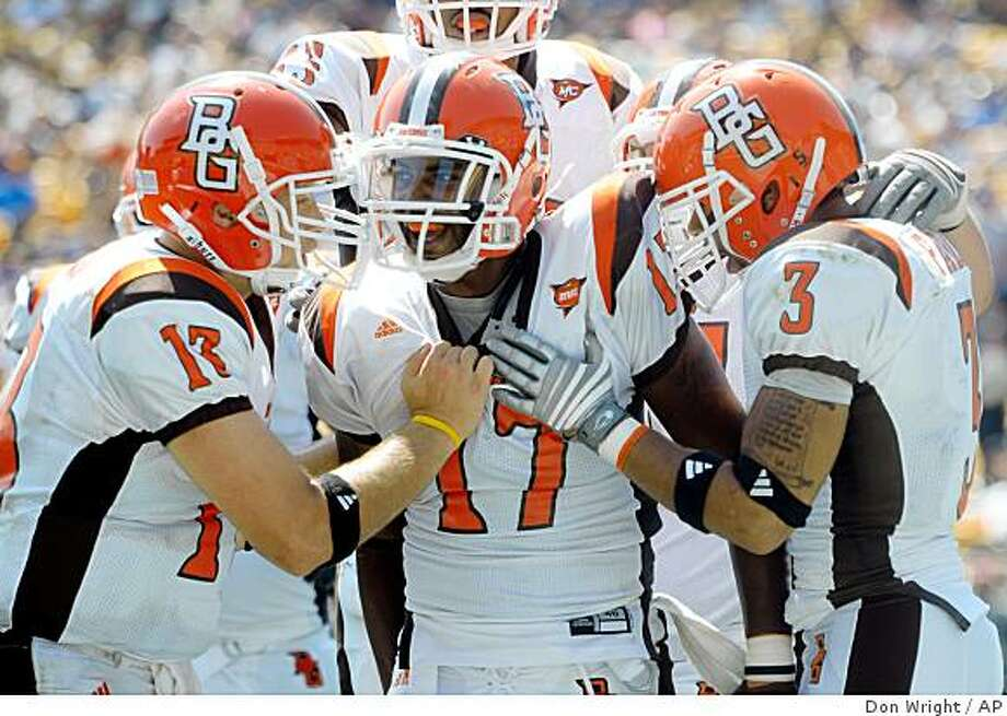 Bowling Green's Tyler Sheehan (13), Anthony Turner (17), and Marques Parks (3) celebrate Turner's touchdown against Pittsburgh during the third quarter of a football game Saturday Aug. 30, 2008 in Pittsburgh. Bowling Green won 27-17. (AP Photo/Don Wright) Photo: Don Wright, AP
