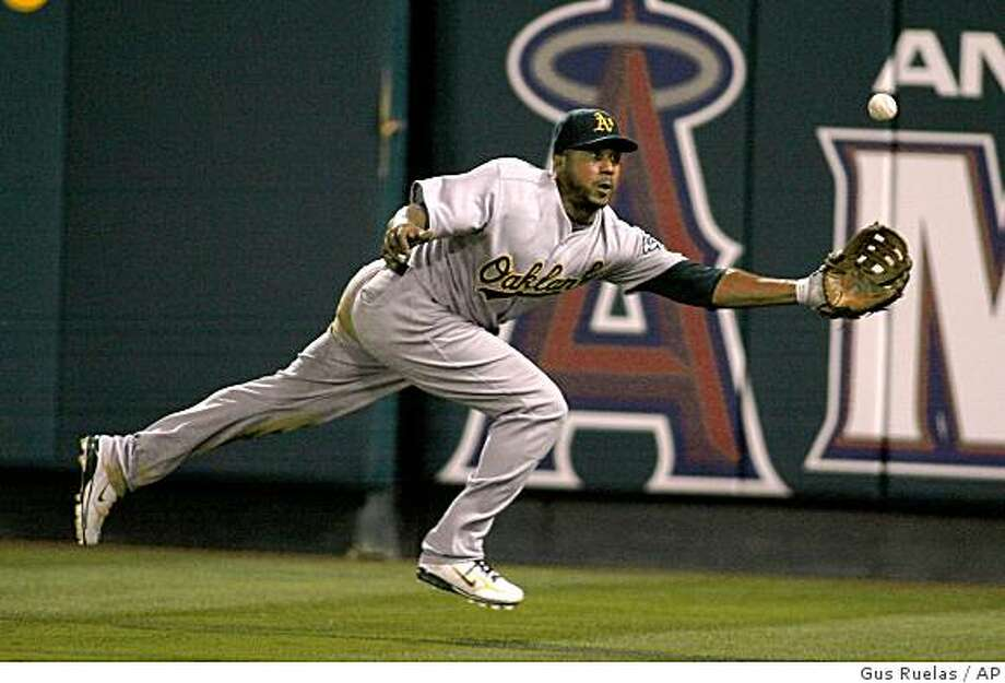 Oakland Athletics right fielder Emil Brown misses the catch giving up a triple to Los Angeles Angels' Garret Anderson in the fourth inning of an MLB baseball game, Wednesday, Aug. 27, 2008, in Anaheim, Calif. (AP Photo/Gus Ruelas) Photo: Gus Ruelas, AP