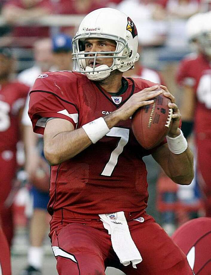 FILE - In this Nov. 12, 2006 file photo, Arizona Cardinals quarterback Matt Leinart looks for an open receiver as he stands in the pocket against the Dallas Cowboys in the first quarter of an NFL football game. Life after Kurt Warner has begun for the Arizona Cardinals, and Leinart is stepping into that giant void. Photo: Rick Hossman, AP