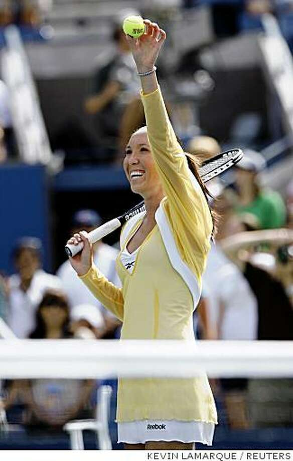 Jelena Jankovic of Serbia waves to the crowd after beating Sofia Arvidsson of Sweden in their match at the U.S. Open tennis tournament in Flushing Meadows, New York August 27, 2008.   REUTERS/Kevin Lamarque   (UNITED STATES) Photo: KEVIN LAMARQUE, REUTERS