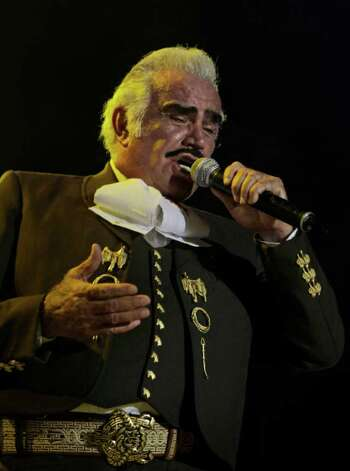 "Mexico's Vicente Fernandez performs in concert as a part of his ""Para Siempre"" tour in Panama City, Thursday, Sept. 24, 2009. (AP Photo/Arnulfo Franco) Photo: Arnulfo Franco, ASSOCIATED PRESS / AP2008"