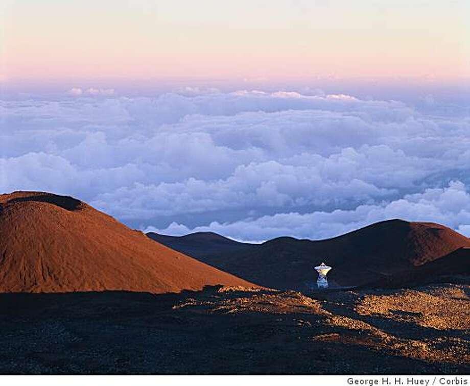 ca. 1990s, Hawaii, Hawaii, USA --- A radio telescope sits on the summit of the 14,000 foot Mauna Kea of Hawaii. --- Image by � George H. H. Huey/CORBIS Photo: George H. H. Huey, Corbis