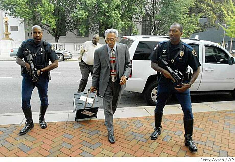 ** APN ADVANCE FOR SUNDAY AUG. 24 ****FILE** This file photo from Wednesday, July 23, 2008, shows Birmingham, Ala., Mayor Larry Langford, center, entering a meeting with his ``top secret'' plan for city finances accompanied by two police officers carrying submachine guns. Opponents criticize what they see as Langford's scatter-shot method of governing, but others credit him with trying to move the city forward. (AP Photo/Jerry Ayres, The Birmingham News) Photo: Jerry Ayres, AP