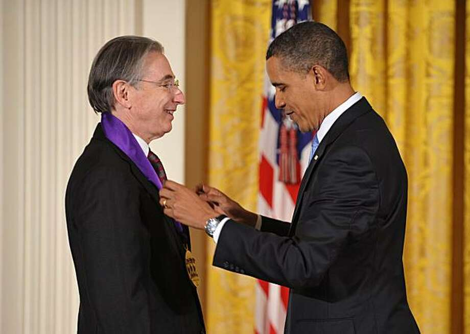 US President Barack Obama presents the 2009 National Medal of Arts to conductor Michael Tilson Thomas during a ceremony February 25, 2010 in the East Room of the White House in Washington, DC. Photo: Mandel Ngan, AFP/Getty Images