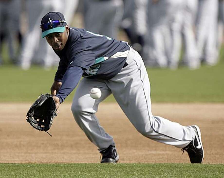 Seattle Mariners second baseman Chone Figgins backhands a ground ball while working out at the team's baseball spring training facility Wednesday, Feb. 24, 2010, in Peoria, Ariz. Photo: Paul Connors, AP
