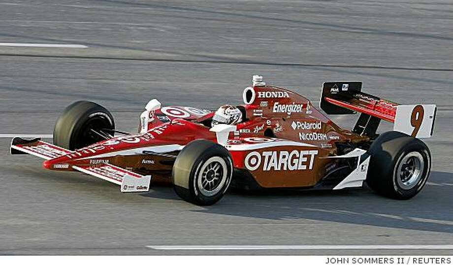 Scott Dixon of New Zealand, winner of the Meijer Indy 300, drives his machine at the Kentucky Speedway in Sparta, Kentucky, August 9, 2008.        REUTERS/John Sommers II      (UNITED STATES) Photo: JOHN SOMMERS II, REUTERS