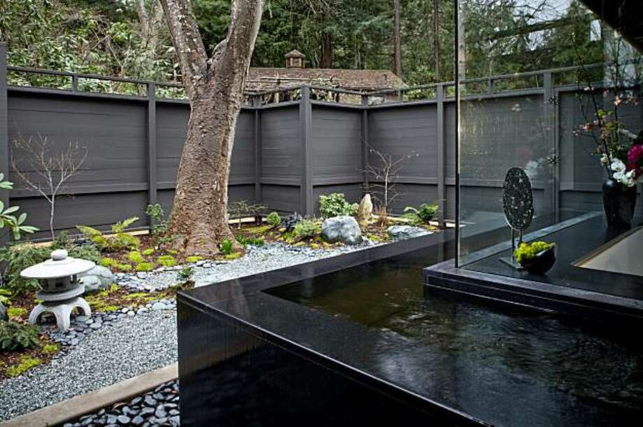 Japanese garden and infinity fountain just outside of the master bath of Ruth Bailey's home that was modernized by Jarvis Architects while retaining its midcentury modern spirit and Japanese-influenced aesthetics in Orinda, California, Feb. 12, 2010. Photo: Peter DaSilva, Special To The Chronicle