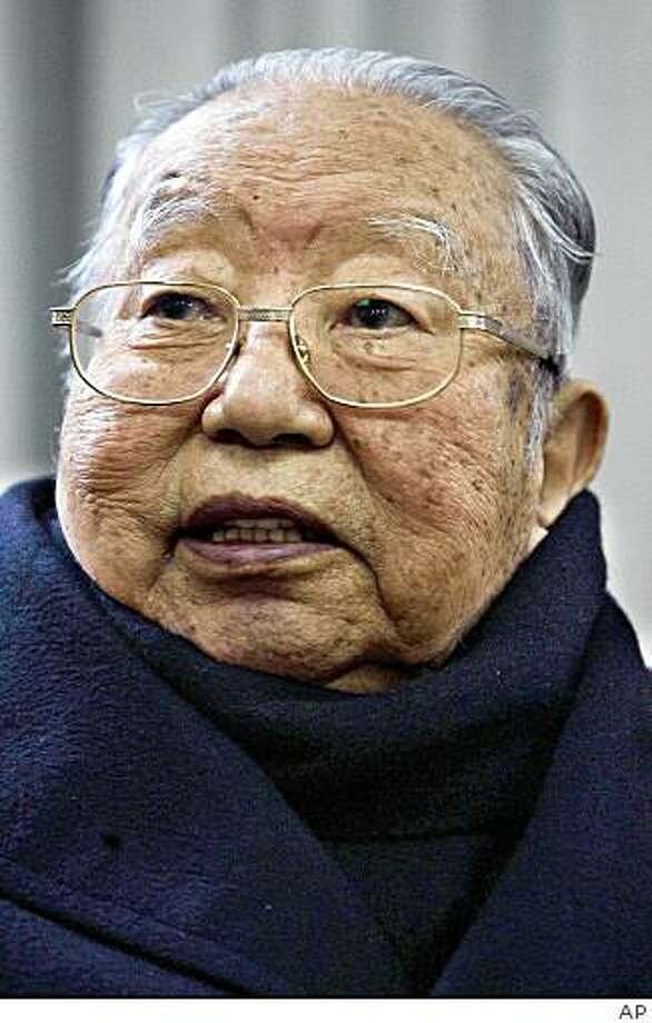 ** FILE ** In this December 26, 2006, file photo, Hua Guofeng, the third chairman of the Communist Party of China, attends a ceremony to honor the 113th anniversary of the birth of Mao Zedong, at Mao's Memorial Hall in Beijing.  Hua Guofeng, who briefly ruled China as communist founder Mao Zedong's successor but was pushed aside by Deng Xiaoping as a prelude to reforms that launched an economic boom, died Wednesday August 20, 2008, state-run media reported. (AP Photo/Color China Photo, FILE) ** CHINA OUT ** Photo: AP