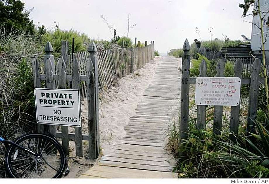 "** APN ADVANCE FOR SUNDAY AUG. 24 ** ""No Trespassing"" and beach badge signs are seen at a beach access in Point Pleasant Beach, N.J., Wednesday, Aug. 6, 2008. Beach access advocates point to costly daily beach badges, limited parking, lack of restrooms and bans on food and drinks on beaches as ways that the public are denied access to certain beaches in New Jersey. (AP Photo/Mike Derer) Photo: Mike Derer, AP"