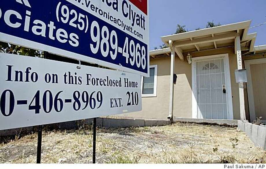A sign in front of a foreclosed home is shown in Antioch, Calif., Thursday, Aug. 14, 2008. The number of homeowners stung by the dramatic decline in the U.S. housing market jumped last month as foreclosure filings grew by more than 50 percent compared with the same month a year ago, according to data released Thursday. (AP Photo/Paul Sakuma) Photo: Paul Sakuma, AP