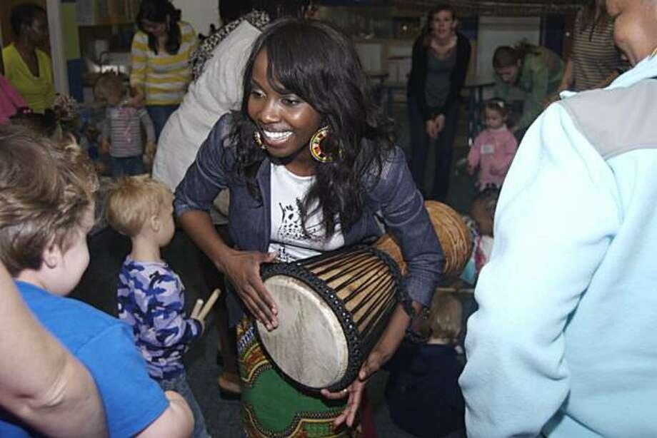 Jiji la watoto African Music and Culture Class at Habitot Children's Museum Photo: Gina Moreland