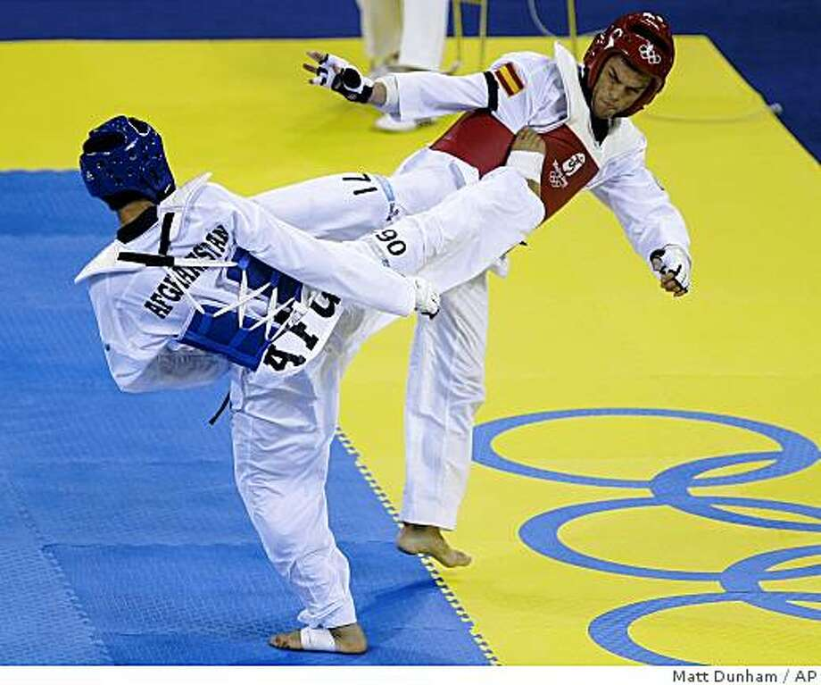 Afghanistan's Rohullah Nikpai fights to win his bronze medal match vs Spain's Juan Antonio Ramos in the men's taekwondo -58 kilogram class at the Beijing 2008 Olympics in Beijing, Wednesday, Aug. 20, 2008.  (AP Photo/Matt Dunham) Photo: Matt Dunham, AP