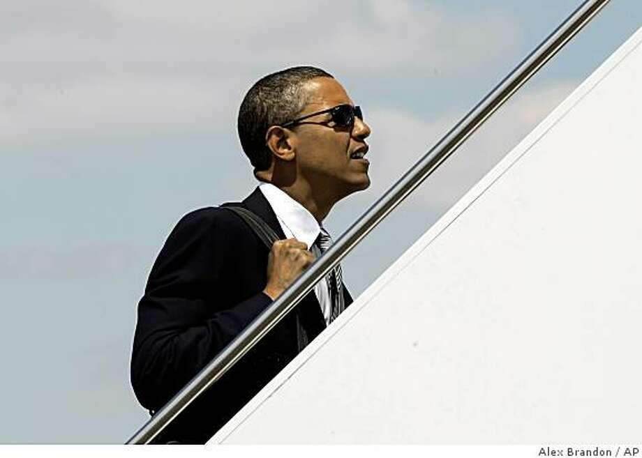 Democratic presidential candidate Sen. Barack Obama, D-Ill., climbs stairs to board a plane in Chicago on Saturday, Aug. 16, 2008. (AP Photo/Alex Brandon) Photo: Alex Brandon, AP