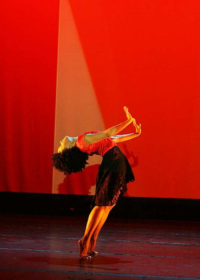 Raissa Simpson  - Contemporary Modern-Hip Hop Fusion, Excerpt from Mixed Messages, (2009) Photo: BCF Photography