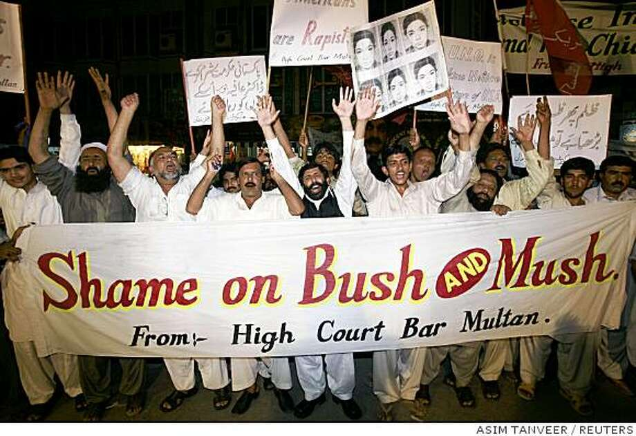 Lawyers and political supporters chant slogans against Pakistan's President Pervez Musharraf and U.S. President George W. Bush in Multan August 16, 2008. Pakistan's ruling coalition has prepared impeachment charges against Musharraf focusing on violation of the constitution and misconduct, a coalition official said on Saturday.  REUTERS/Asim Tanveer   (PAKISTAN) Photo: ASIM TANVEER, REUTERS