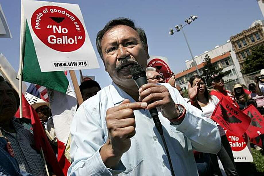 "SHOWN:  President of the United Farmworkers Union, Arturo Rodriguez asks, ""Se puede?""  The answer:  ""Si!  Se puede!""  United Farmworkers union held a big rally that began in Dolores Park in San Francisco to make sure San Francisco, the biggest wine-drinking city around, was aware of the boycott of Gallo. Photo: Katy Raddatz, The Chronicle"