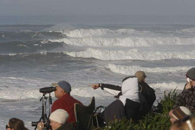 A set of waves rolls in as surfing enthusiasts watch the Mavericks Surf Contest on Saturday Feb. 13, 2009 in Pillar Point, Calif. Photo: Mike Kepka, The Chronicle