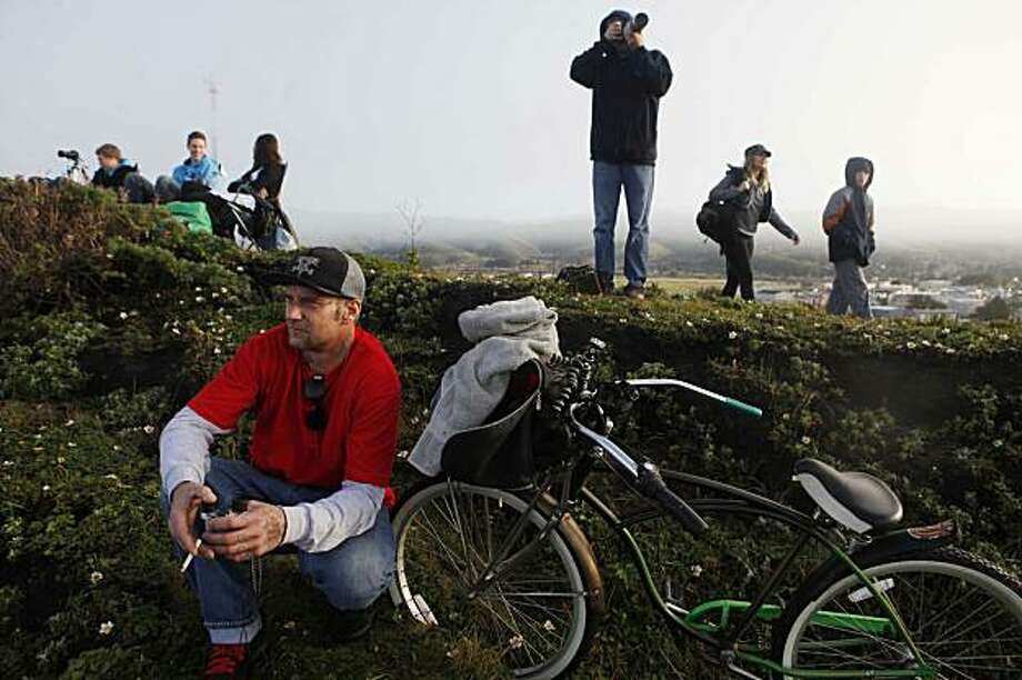 Hoping to see two of his friends competing this year, Rickker Franklin, of San Clemente, Calif., watches the Mavericks Surf Contest on Saturday Feb. 13, 2009 in Pillar Point, Calif. Photo: Mike Kepka, The Chronicle