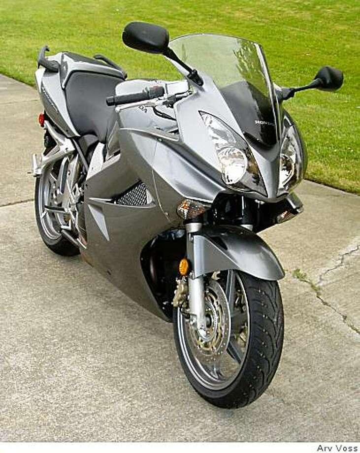 2008 Honda VFR Interceptor ABS Photo: Arv Voss