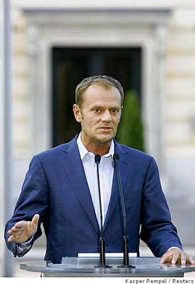 Poland's Prime Minister Donald Tusk gestures as he speaks during a media conference on the hosting of a U.S. missile shield, in front of the Prime Minister Chancellery in Warsaw August 11, 2008. In July, Tusk rejected the latest U.S. offer to establish a missile shield in the country, saying Poland's security must be enhanced in return for hosting the shield, strongly opposed by Warsaw's former overlord Russia. Tusk said at the conference that this was even more the case in view of the fighting in South Ossetia between Russia and Georgia.    REUTERS/Kacper Pempel     (POLAND) Photo: Kacper Pempel, Reuters