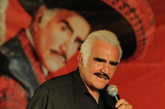 "Mexican singer Vicente Fernandez speaks to the audience during a press conference on February 17, 2009, in Bogota. Fernandez will play in Bogota and nine other cities as part of his ""Para Siempre"" tour 2009. AFP  PHOTO/Mauricio DUE-AS Photo: MAURICIO DUENAS, Getty Images / 2009 AFP"