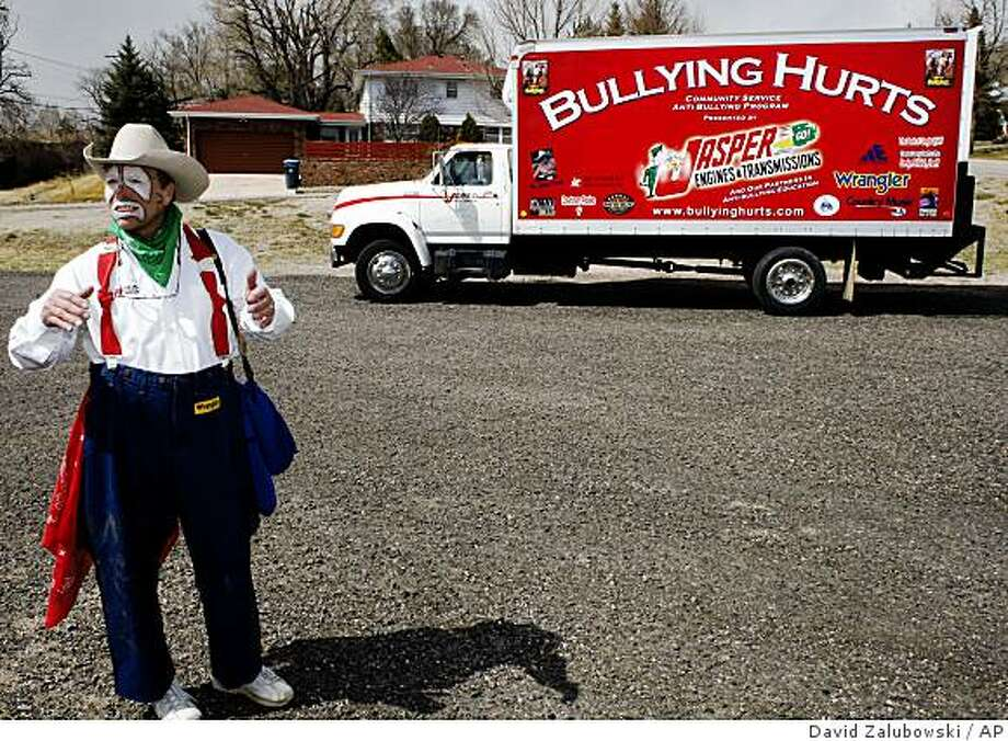 Rodeo clown Starvin' Marvin Nash heads to his truck after an appearance at Henderson Elementary School before the third-grade class of Linda Marko in Cheyenne, Wyo., on Thursday, April 3, 2008. (AP Photo/David Zalubowski) Photo: David Zalubowski, AP