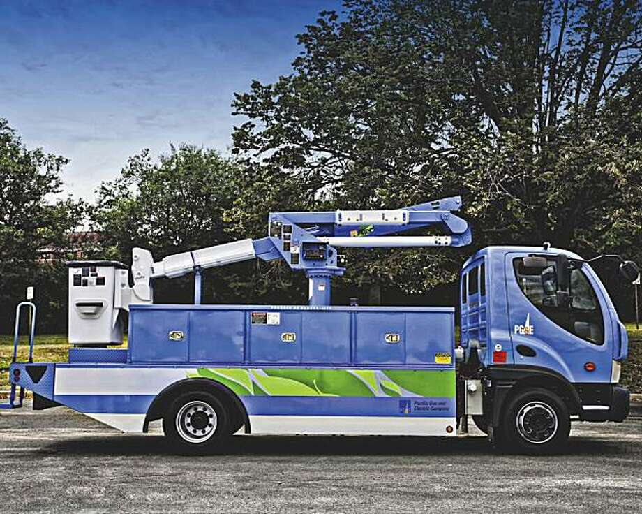 PG&E electric powered truck, built by Smith Electric Vehicles. Photo: Courtesy, Smith Electric Vehicles