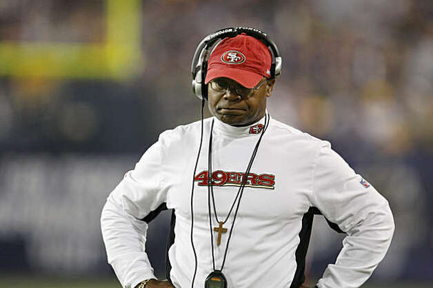 San Francisco 49ers head coach Mike Singletary reacts to the Minnesota Vikings scoring in the first half of the game, Sunday Sept. 27, 2009, in Minneapolis,  Minnesota Photo: Lacy Atkins, The Chronicle
