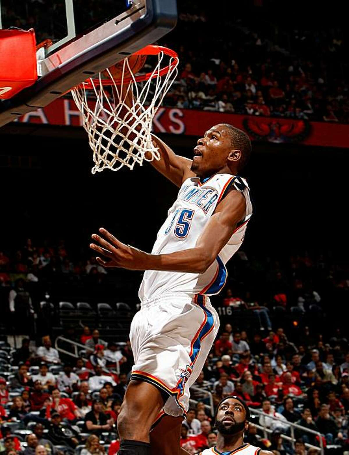 ATLANTA - JANUARY 18: Kevin Durant #35 of the Oklahoma City Thunder dunks against the Atlanta Hawks at Philips Arena on January 18, 2010 in Atlanta, Georgia. NOTE TO USER: User expressly acknowledges and agrees that, by downloading and/or using this Photograph, User is consenting to the terms and conditions of the Getty Images License Agreement.