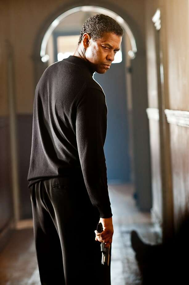 "Oscar¨ winner DENZEL WASHINGTON as legendary spy Tobin Frost in the action-thriller ""Safe House"". Photo: Jasin Boland, Universal Pictures"