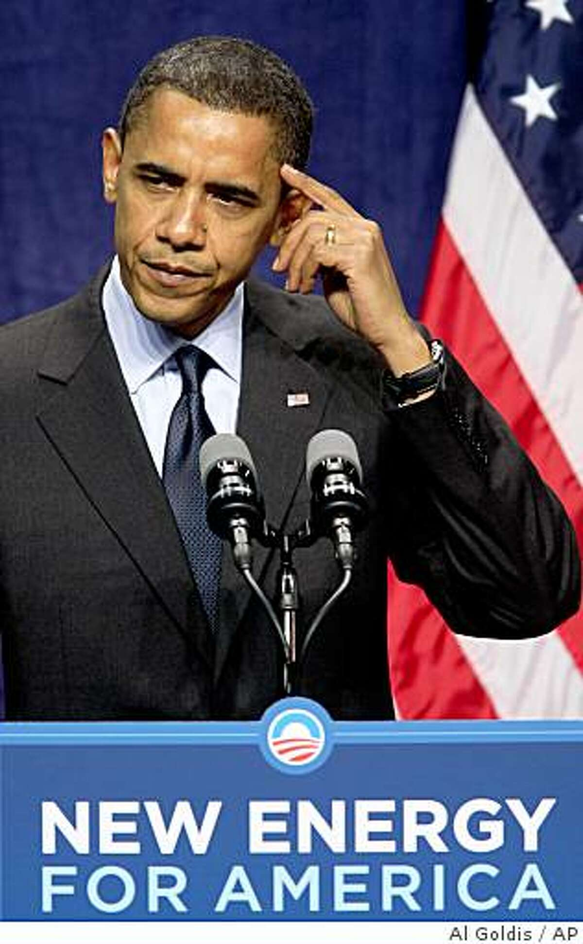 Democratic presidential candidate Sen. Barack Obama, D-Ill., speaks about his energy policy Monday, Aug. 4, 2008, in Lansing, Mich. (AP Photo/Al Goldis)