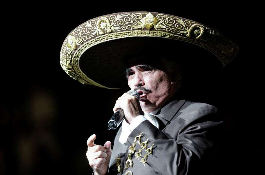 Vicente Fernández, en el Toyota Center de Houston. Photo: Melissa Phillip / Houston Chronicle