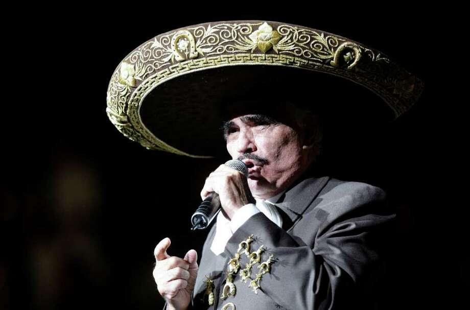 Vicente Fernández, en el Toyota Center de Houston. Photo: Melissa Phillip / Houston Chronicle