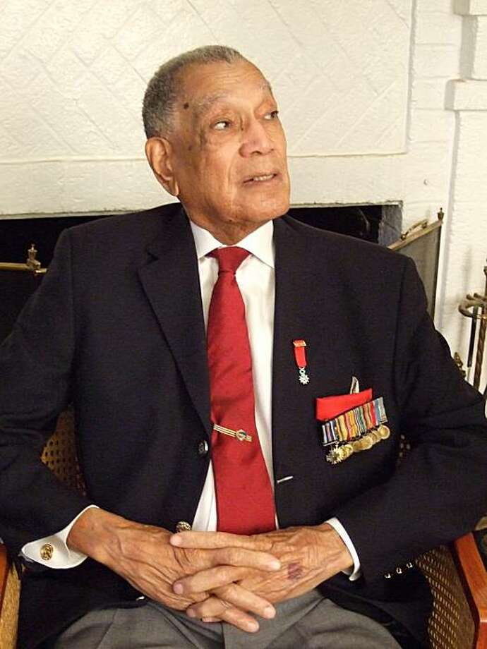 In this December 2008 photo provided by Beverly Herzog, retired Air Force Lt. Colonel Lee A. Archer is shown. Archer, a decorated member of the Tuskegee Airmen, has died Wednesday Jan. 27, 2010, in a New York City hospital at the age of 90.  (AP Photo/Beverly Herzog)  NO SALES Photo: Berverly Herzog, AP
