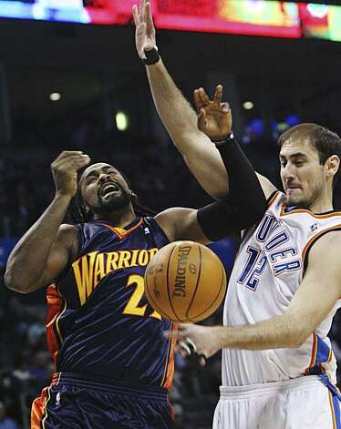 Oklahoma City Thunder center Nenad Krstic, right, of Serbia, strips the ball away from Golden State forward Ronny Turiaf, left, in the first quarter in Oklahoma City on Sunday. Photo: Sue Ogrocki, AP