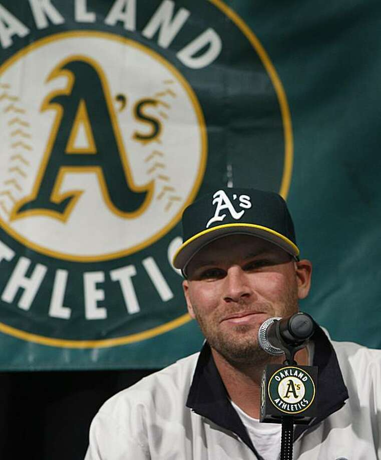 Pitcher Ben Sheets meets with the media after agreeing to a one-year contract with the Oakland Athletics in Oakland on Tuesday. Photo: Paul Chinn, The Chronicle